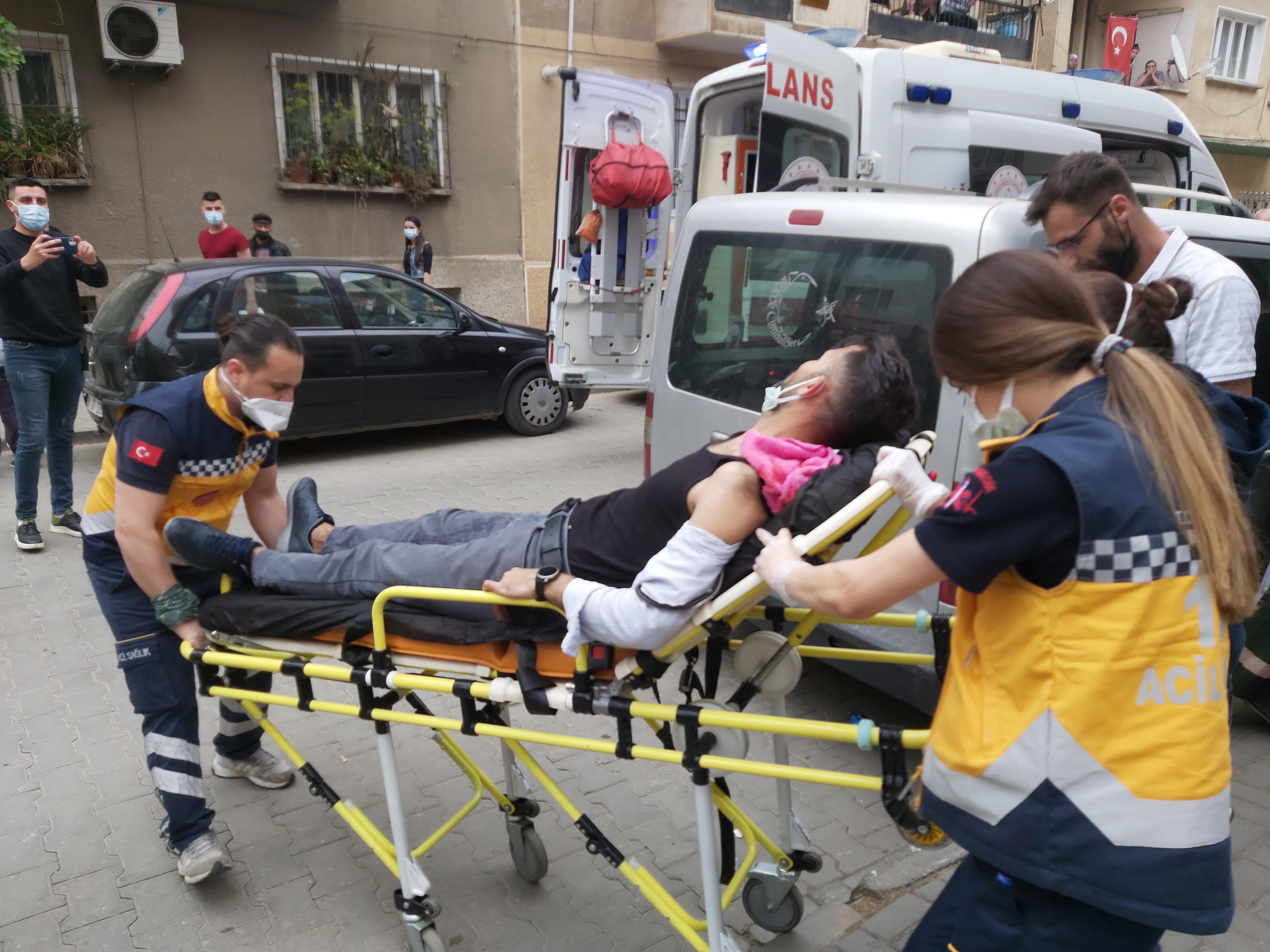 Nazilli'de Bıçaklı Kavga; 2 Kişi Yaralandı