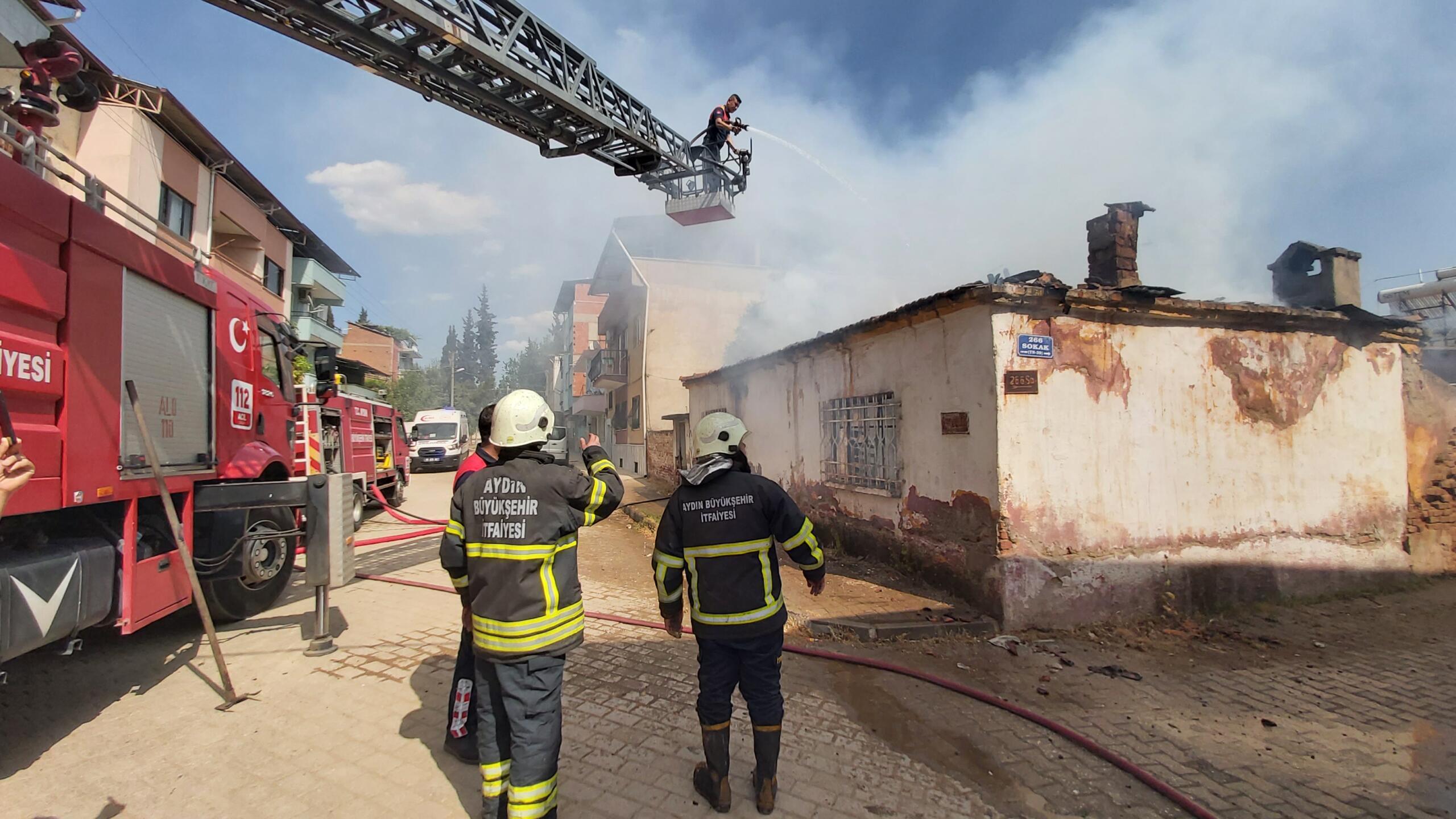 Nazilli'de Yangın; Metruk Bina Küle Döndü