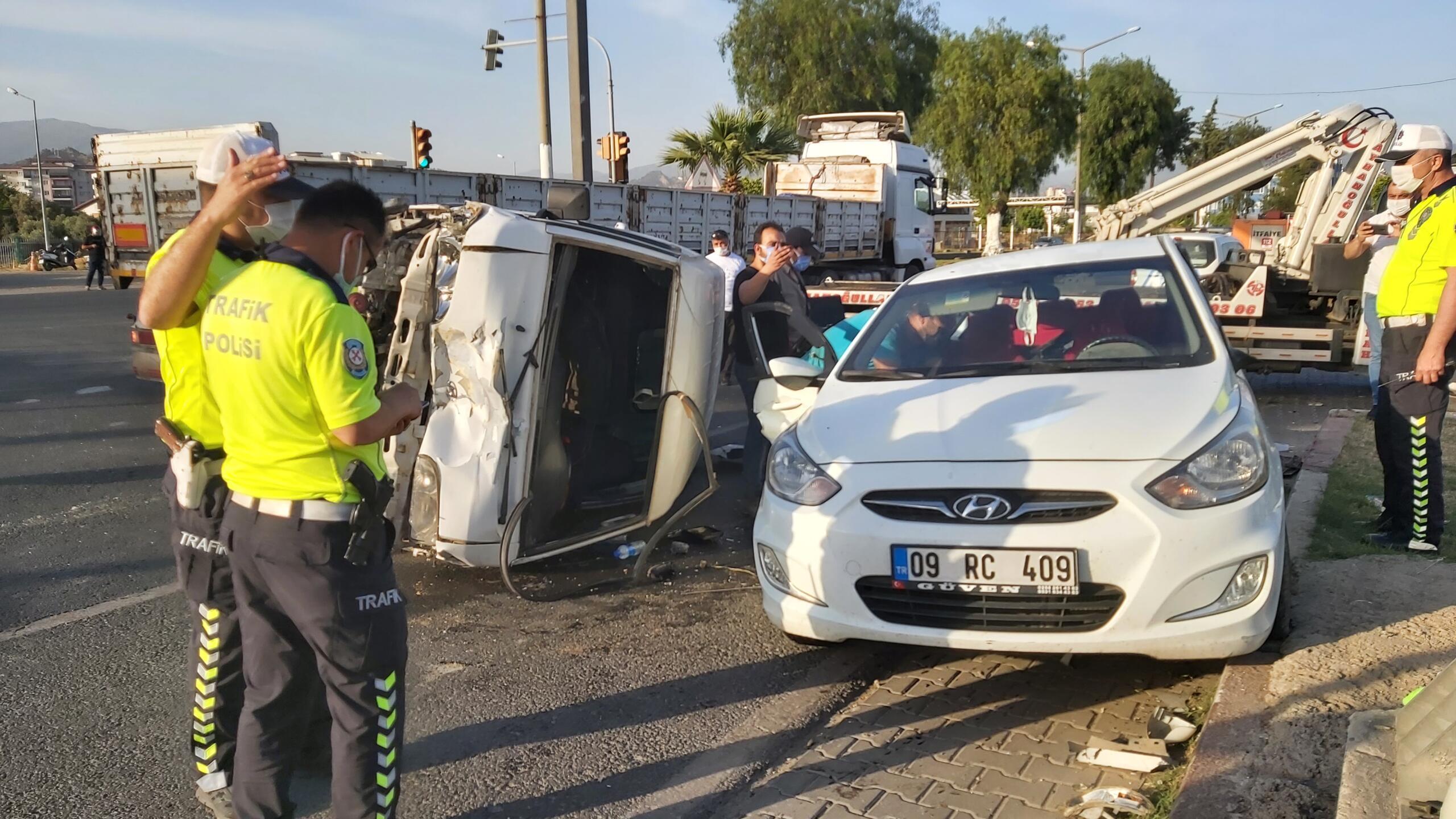 Nazilli'de Feci Kaza, 4 Kişi Yaralandı